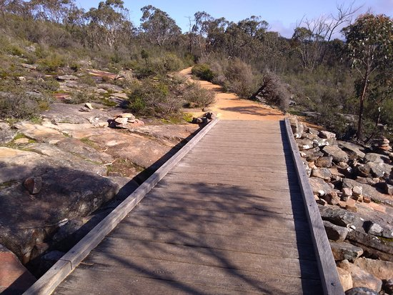 Grampians, Australia: Well marked walking path to the Balconies