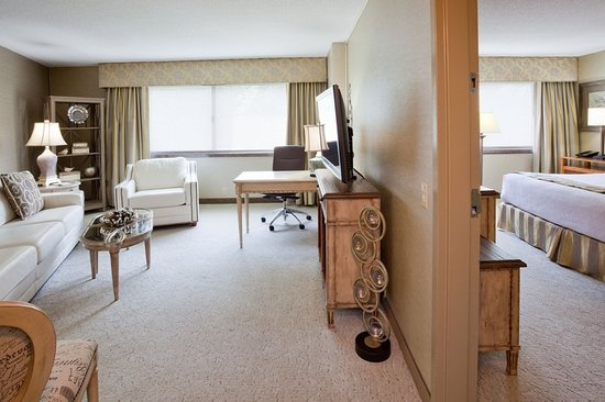 Plymouth, MN: Suite