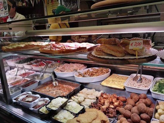 Salumeria Verdi - Pino's Sandwiches: Il bancone