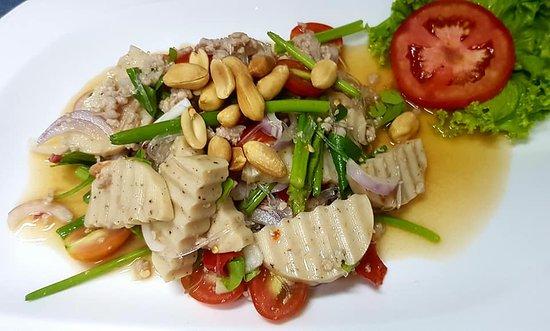 Thai mixed salad with Vietnamese sausage