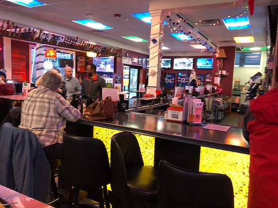 Filling Station Pub and Grill - bar