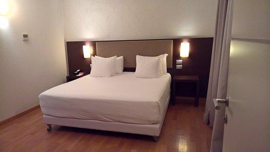NH Collection Roma Giustiniano: Slaapkamer met heerlijk bed