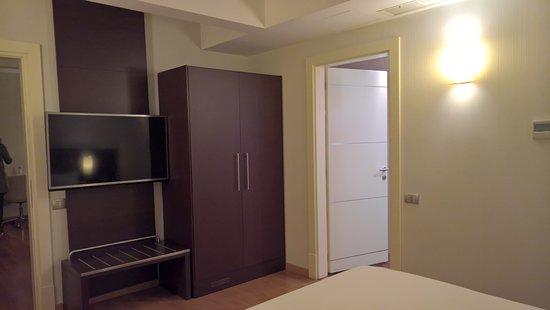 NH Collection Roma Giustiniano: Ook op de slaapkamer een tv