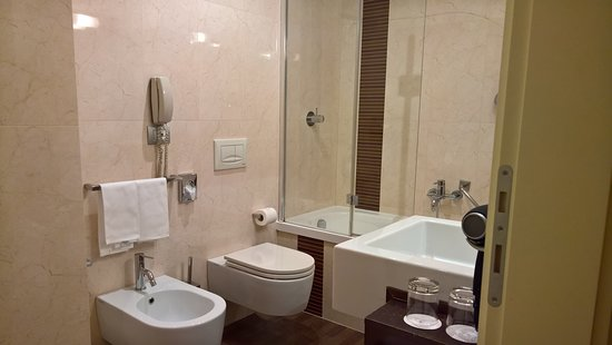 NH Collection Roma Giustiniano: Douche in bad....