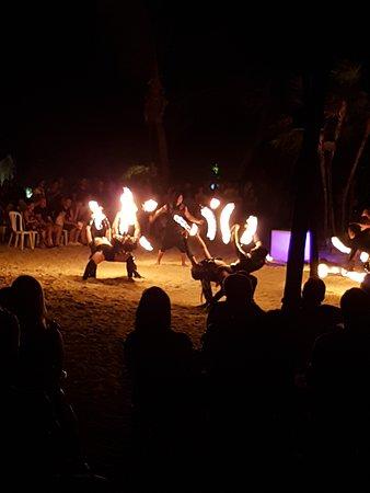 Grand Sirenis Riviera Maya Resort: Beach party