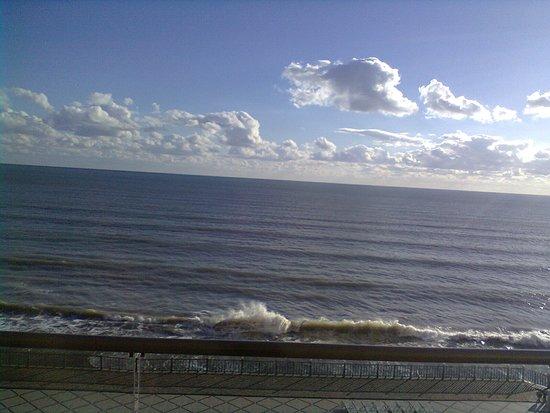 превосходный вид на штормящее море