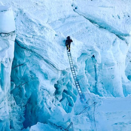 Khumbu Icefall, an unforgettable experience of Mountaineering