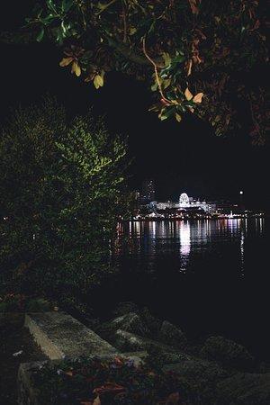 Vista lago dai mercatini