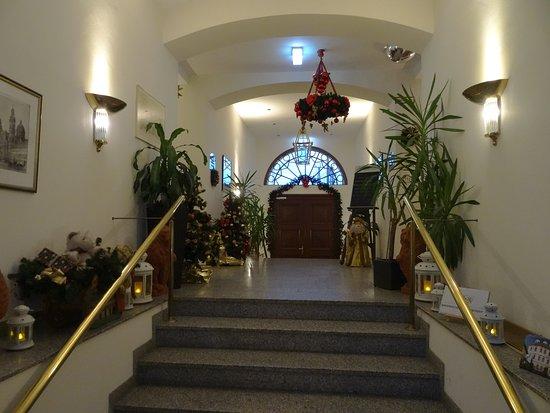 Hotel Bayerischer Hof Dresden : entree