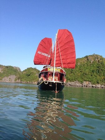 Halong Discovery : One day in Halong bay