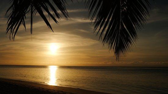 Ile aux Nattes, Мадагаскар: tramonto dalla spiaggia