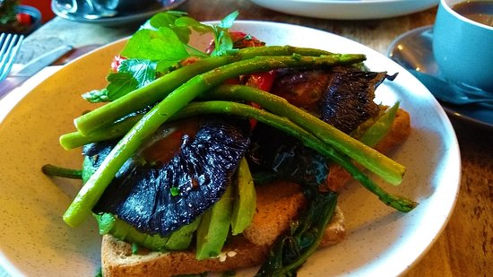 Peaberry Coffee House & Kitchen: Mushroom, asparagus, red pepper, spinach & avocado on toast