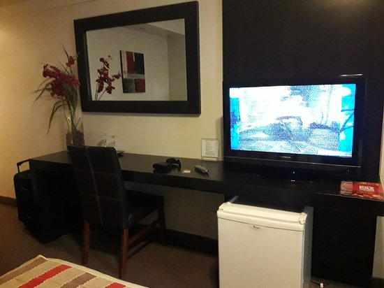 TV pantalla plana y refrigerador