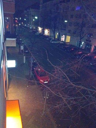 Citadines Kurfuerstendamm Berlin: Strasse vor dem Hotel