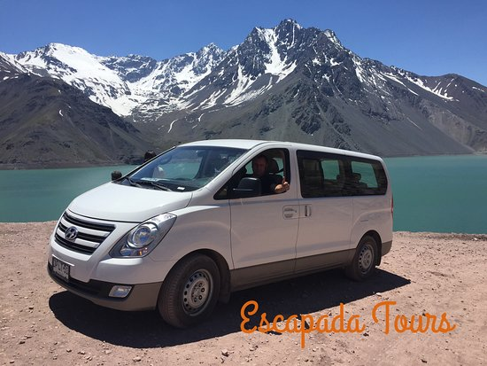 Embalse El Yeso: Escapada Tours Chile conta com um transporte moderno, confortável e com registro no ministerio de transporte !! Segurança esta em nossa prioridade para levar nossos clientes !!