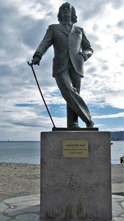 Cadaques, Espagne : Genio .....una pose tan clásica de Salvador Dalí !!!