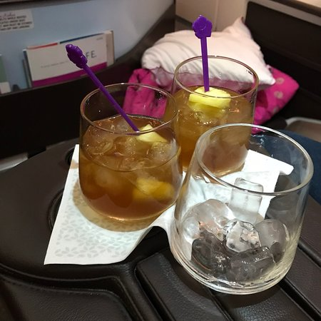 Hawaiian Airlines: Why, yes—I'll have a pre-flight cocktail