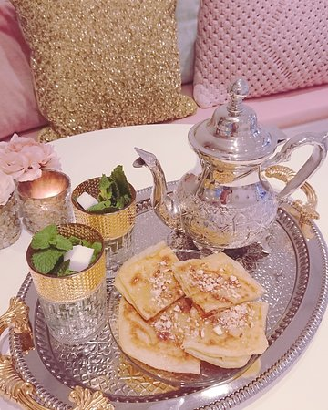 Sweets and Cake : Mint tea with maroccan pancakes
