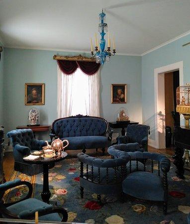 Recriação da sala de estar na época do rei Carlos Alberto