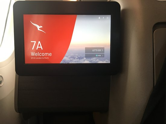 Qantas: This seat is best for Tall right handed people.