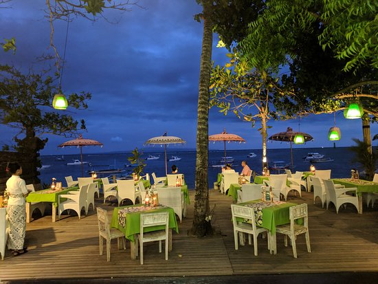 Evening view at Coco Bistro Sanur. Perfect place to spend your dinner time with the loved one