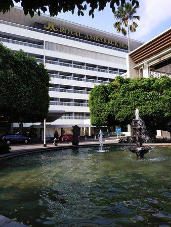 Halaman Hotel, enak untuk duduk-duduk jika cuaca tidak panas