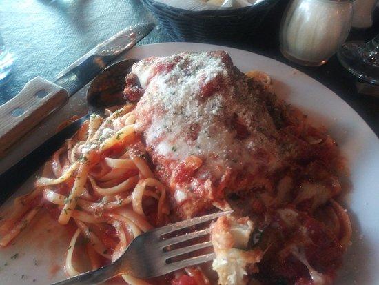 Corleone's Trattoria: Chicken Parmesan