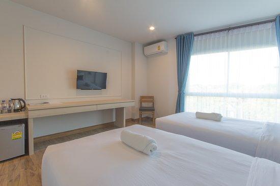 Donchan Grand Hotel: twin bed room  ขนาดห้อง 25 ตรม. เตียง 6 ฟุต ไฟอ่านหนังสือ ทีวี+ตู้เย็น กาต้มน้ำ+ถ้วยกาแฟ ฟรีอินเตอร์เน็ตไร้สาย (WiFi) ห้องน้ำในตัว +ไดร์เป่าผม แชมพู+สบู่