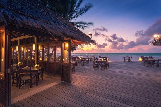 Maalan Buffet Restaurant: Exterior - Sunset