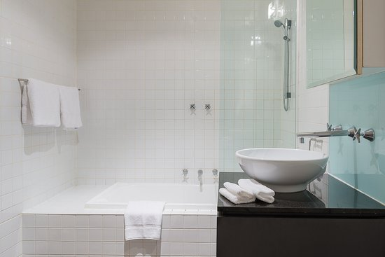 BreakFree on Collins Melbourne : 1 Bedroom Apartment or 2 Bedroom Apartment or 2 Bedroom Apartment with Balcony