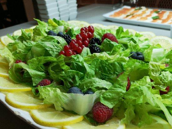 Ensalada de con frutos rojos