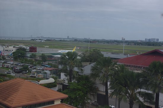 Waterfront Airport Hotel and Casino: View over Cebu Mactan International Airport domestic terminal and runway