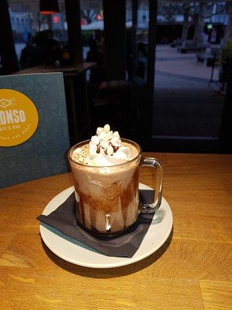Cafe Bar Alonso heiße Schokolade