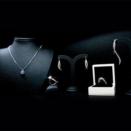 Het Belgisch merk BAUNAT werd, door zijn zeer snelle groei, dé online referentie voor unieke diamantjuwelen en investeringsdiamanten van hoogwaardige kwaliteit.   Voor meer info over BAUNAT, bezoek onze websites www.baunat.com en www.baunatdiamonds.com.
