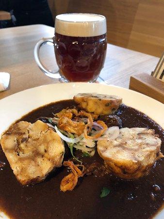 Cerveza semi-negra y goulash