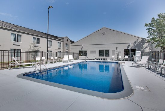 Pool - Country Inn & Suites by Radisson Wichita East Photo