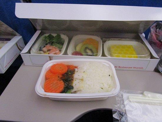 Xiamen Airlines: 往路の機内食です
