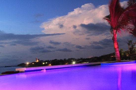 Puerto Sandino, Nicaragua: Sunset from our infinity pool.