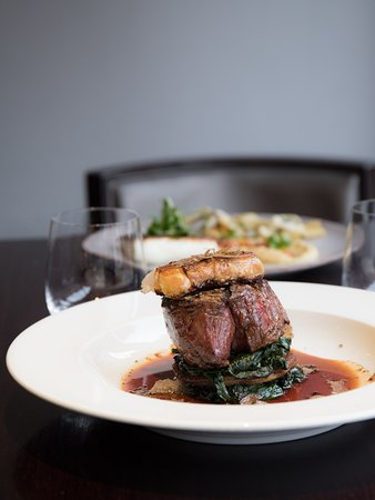 ' Filetto Rossini ' Beef fillet with foie gras, red wine jus, spinach & black truffle