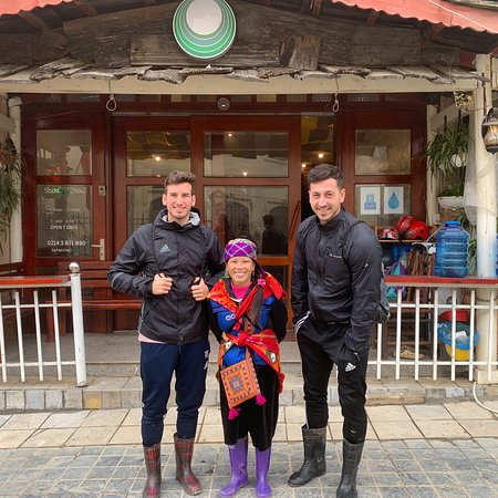 Sapa O'Chau Hotel: in Front of this Hotel. We dont slept there. Just book the Tours. Very friendly and good speaking english guides.
