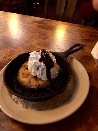 Niwot, CO: Chocolate chip cookie w /ice cream