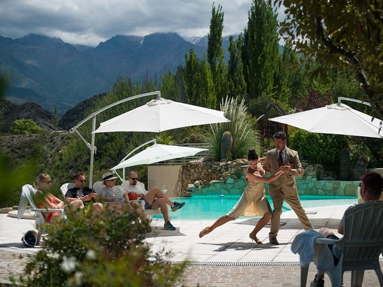 El Carmelo Mountain Lodge : Tango dancing with a breathless and awesome  background