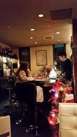 This bar is a great place for foreign visitors and Japanese people alike. Please visit if you come to Kanazawa. My favorite bar:)