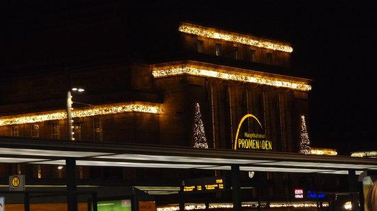 Hauptbahnhof Leipzig: Aussenfassade - Weihnachtszeit  Hauptbahnhof  Leipzig:)