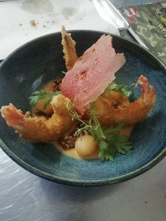 Ladivina Restaurante & Bar: Langostinos al Panko acompañados de nueces caramelizadas alioli asiático y melón.