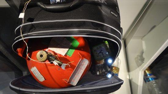 Rollkoffer mit Sprengsatz;(