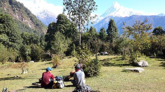 Annapurna Region, Nepal: Vi gjorde en fantastisk vandring i Poon Hill-området i Oktober med Beauty Nepal Adventure Day Tours Kan rekommenderas.  Vi hade med både bärare och guide