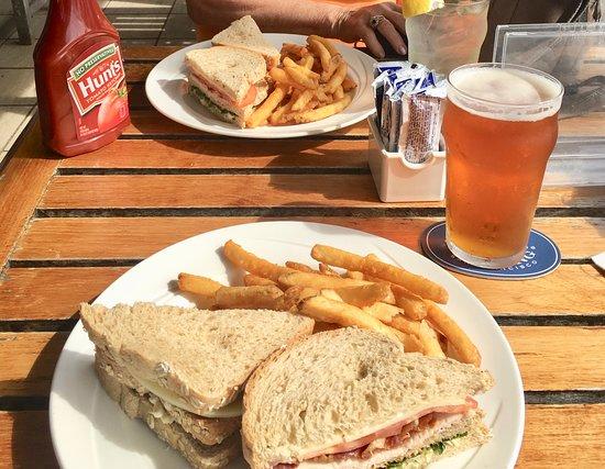 White Horse Pub & Restaurant: 2 sandwiches + 2 drinks = US$55
