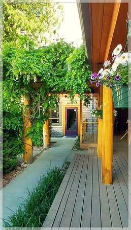 Hagensborg, Canada: Our front deck