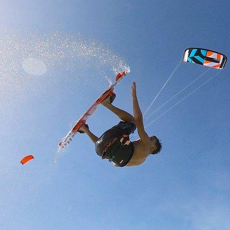 Imparare a fare i primi salti base insieme al nostro TEAM JC KiteHouse sarà molto semplice.